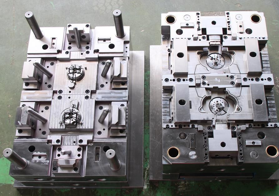 Plastic injection mold  for auto parts PA66  material precise injection mold maker